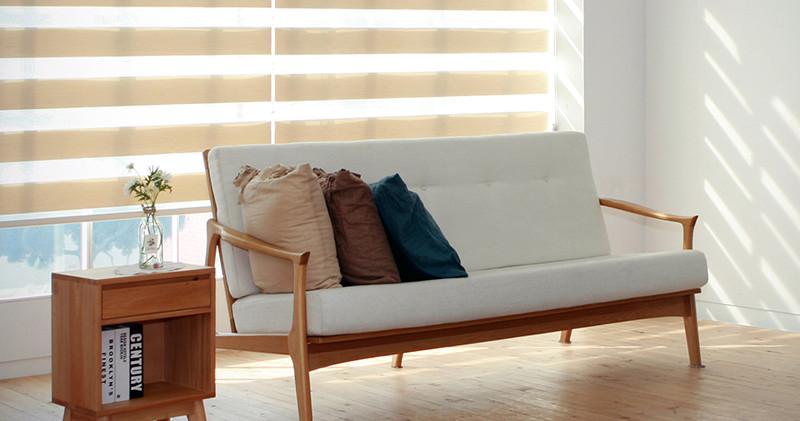 Cortina enrollable Neolux beige en sala