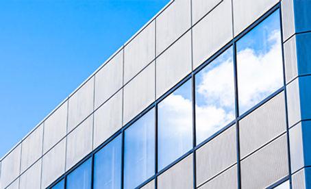 Laminado de exterior 3M en fachada de edificio