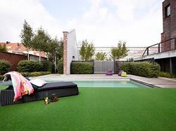 Grama artificial Oryzon Spring en área de piscina