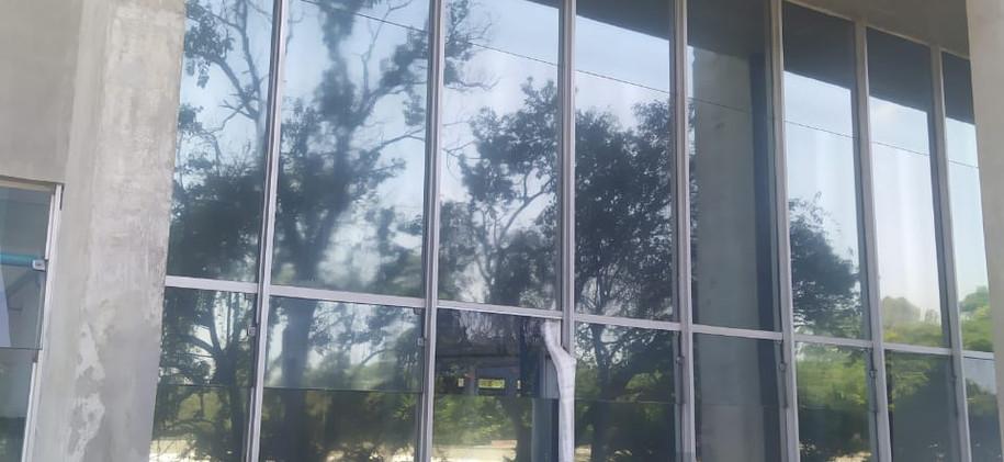 Laminado Performa reflectivo en fachada