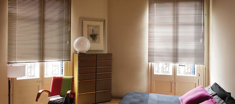 Persiana de aluminio en habitacion