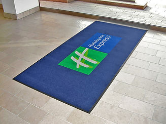 Alfombra impresa PrecisionJet 1000 logo Holiday Inn.jpg