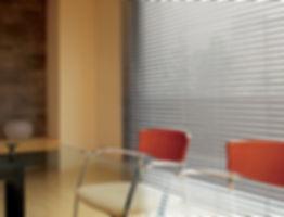 Cortina de aluminio en oficina