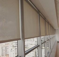Instalación de cortinas enrollables screen + laminado 3M Prestige 70🙌🏼 📸_ Oficinas Price Waterhou