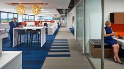Alfombra modular en espacio de oficina