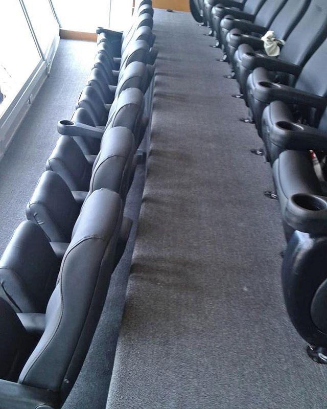 Instalación de alfombra en Estadio Quisq