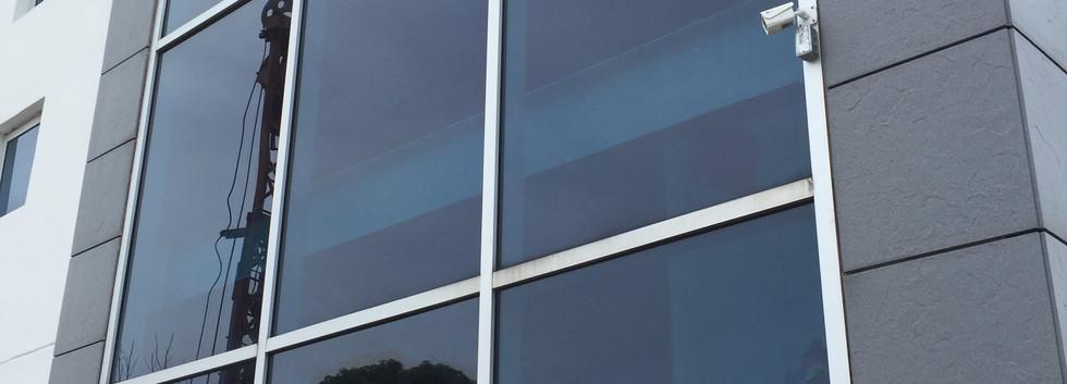 Laminado 3M Prestige en oficinas Panamericana