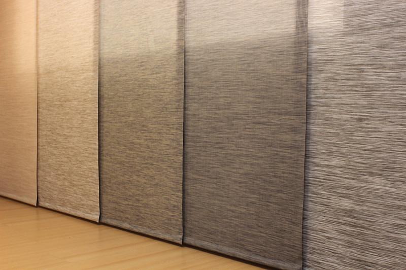 Panel deslizante en tonalidades tierra