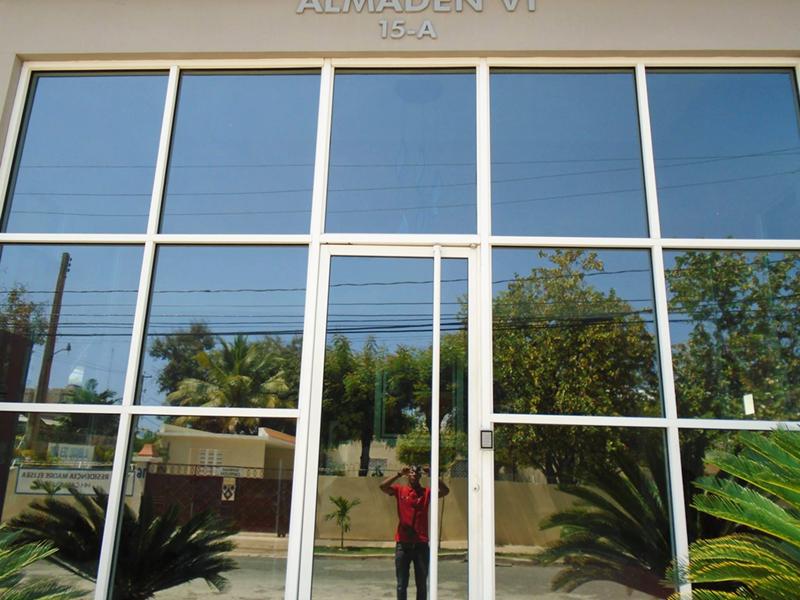 Laminado Huper Optik en lobby de edificio en Gascue