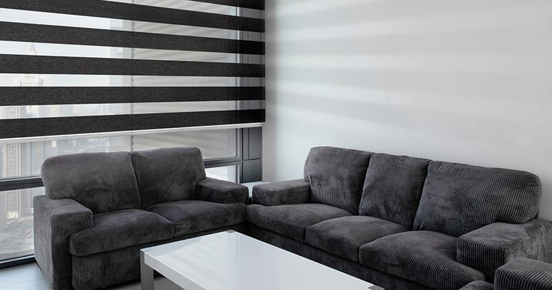 Cortina Neolux dual shade negro en famili room