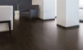 Piso de madera de ingenieria Mohawk en oficina corporativa