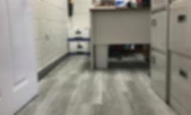Piso de vinil Stonewood en oficina