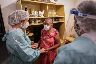 GDF avança na vacinação de pacientes idosos do atendimento domiciliar