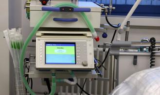 Governo federal entrega 50 respiradores para atender pacientes nas unidades do DF