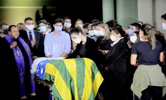 Goiânia e Aparecida dão adeus a Maguito e corpo segue para sepultamento em Jataí