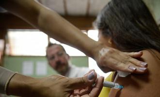 Senado aprova PL que define quem serão os primeiros a tomarem vacina