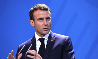 Presidente francês testa positivo para covid-19 e vai se isolar do público