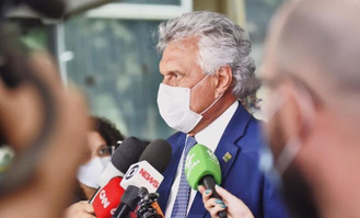 """Caiado diz que vacinação não pode se transformar em """"corrida maluca"""""""