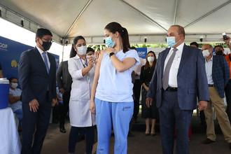 Governador acompanha início da vacinação contra covid-19 no DF