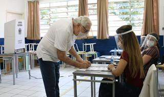 Eleitores voltam as urnas em 57 cidades brasileiras para eleger seus prefeitos
