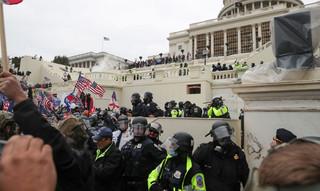 Mundo perplexo com atentado a democracia norte-americana