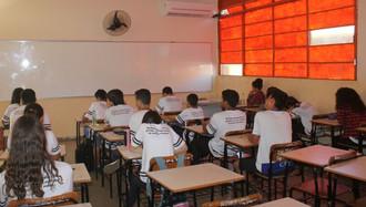 Governo libera aulas presencias e eventos públicos com algumas restrições