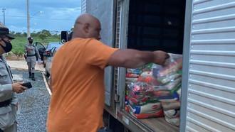Polícia apreende caminhão com cestas básicas por suposto crime eleitoral