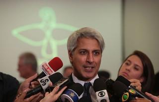 A oposição tentou obstruir a sessão e atrasou as discussões por 11 horas