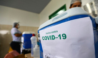 Estados e municípios podem comprar vacinas anticovid caso a União atrase
