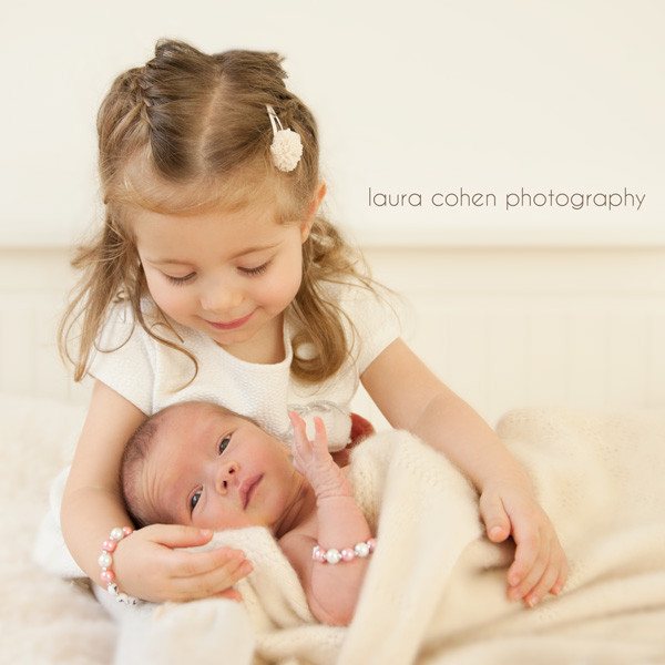 Laura Cohen Photography, Christmas newborn and sister session in Düsseldorf