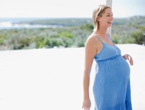 vestito blu di maternità