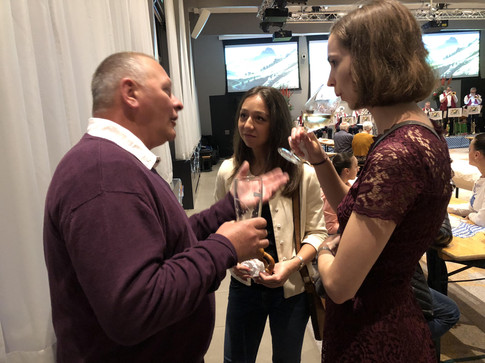Chris Greyling of OGM international with Melissa Morgenland & Nina Jongejan of Frank Creations at the Oktoberfest of the German Club The Hague