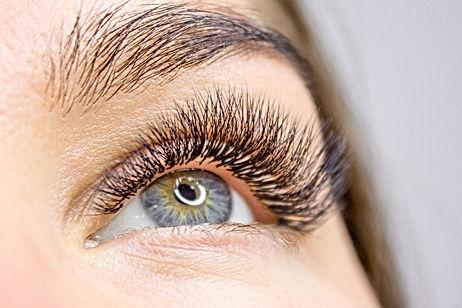 Augenbrauen und Wimpernlifting