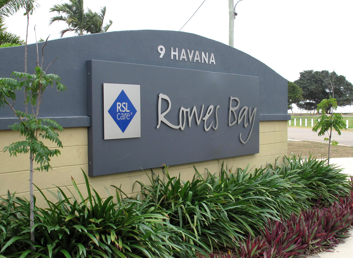 Rowes Bay Entry Wall