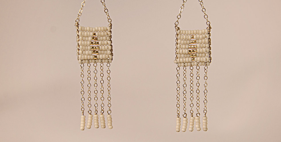 DIAMOND PENDANT 5 TASSLE EARRING (CREAM/GOLD)