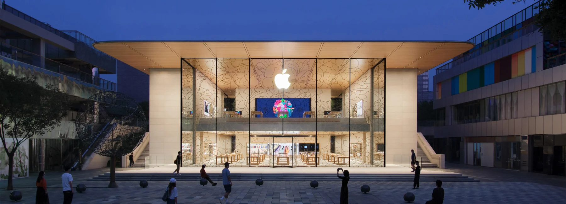 Foster + Partners Completes 'Open and Inviting' Apple Store in Beijing's Sanlitun Quarter