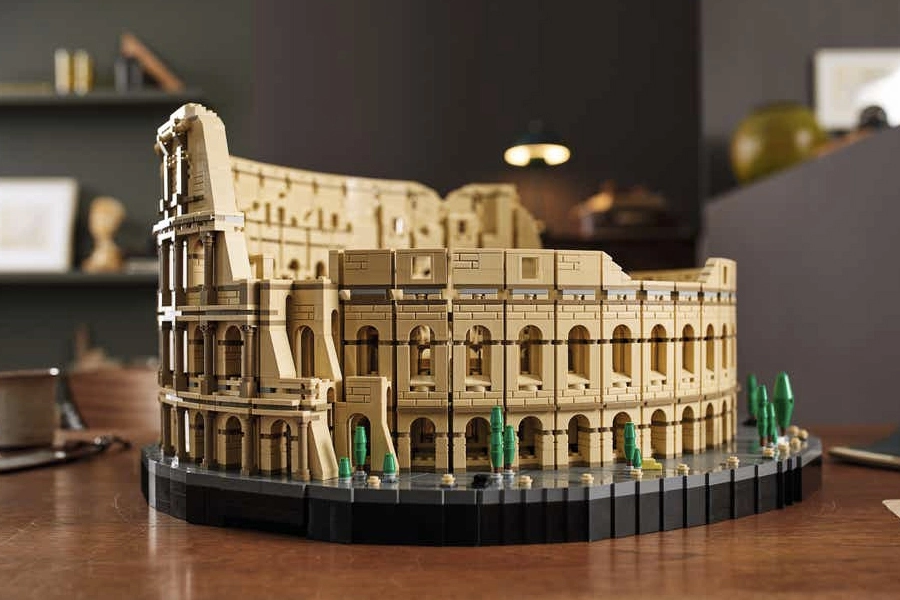 LEGO Colosseum Build is 9,000 Pieces of History