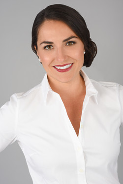 KelseySchelling_Headshot_Corporate++