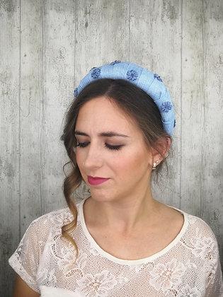 Diadema yute con flores de terciopelo azul clarito