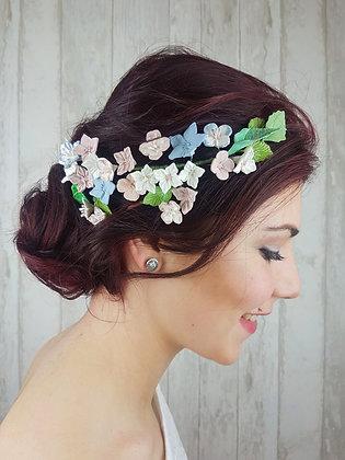 Tocado de flores de porcelana rosa, verde y azul