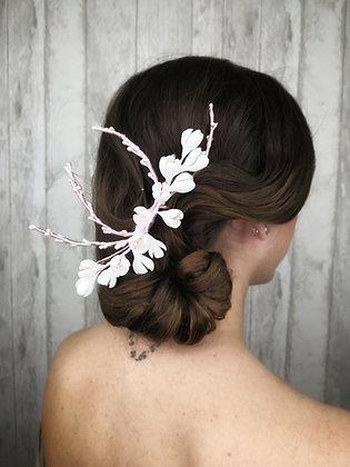 Peineta ramas de pistilis y flores blanca y rosa