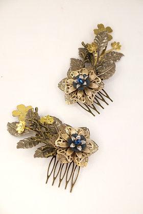 Pareja de peinetas flor azul marino