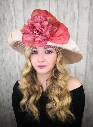 Sombrero crudo ala doblada y flor con lazada coral