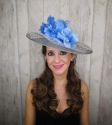 Base pamela gris con plumeti y flores azules claras