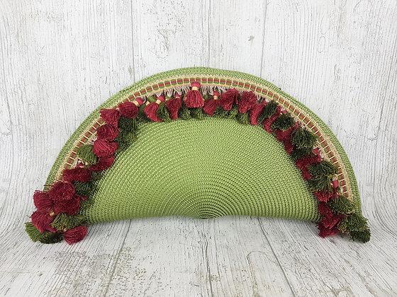 Bolso de mano verde con borlones