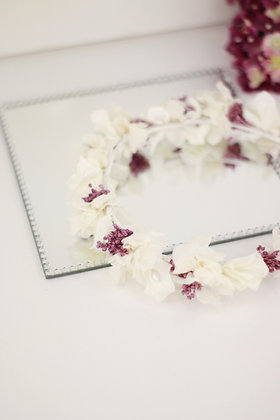 Corona hortensias preservadas y paniculata morada