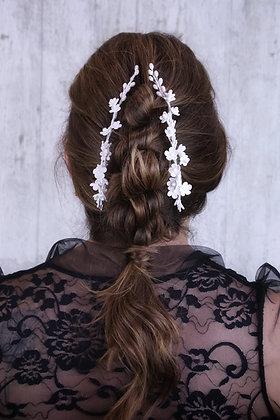 Pareja de peinetas finita flores blancas