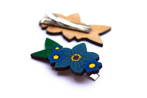 Grande barrette fleurs bleues en bois