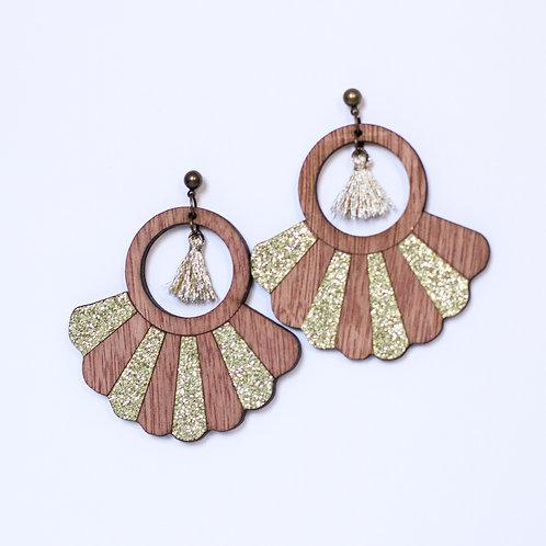boucles d'oreilles en bois et paillettes dorées