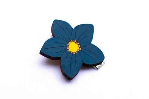Petite barrette fleur bleue en bois